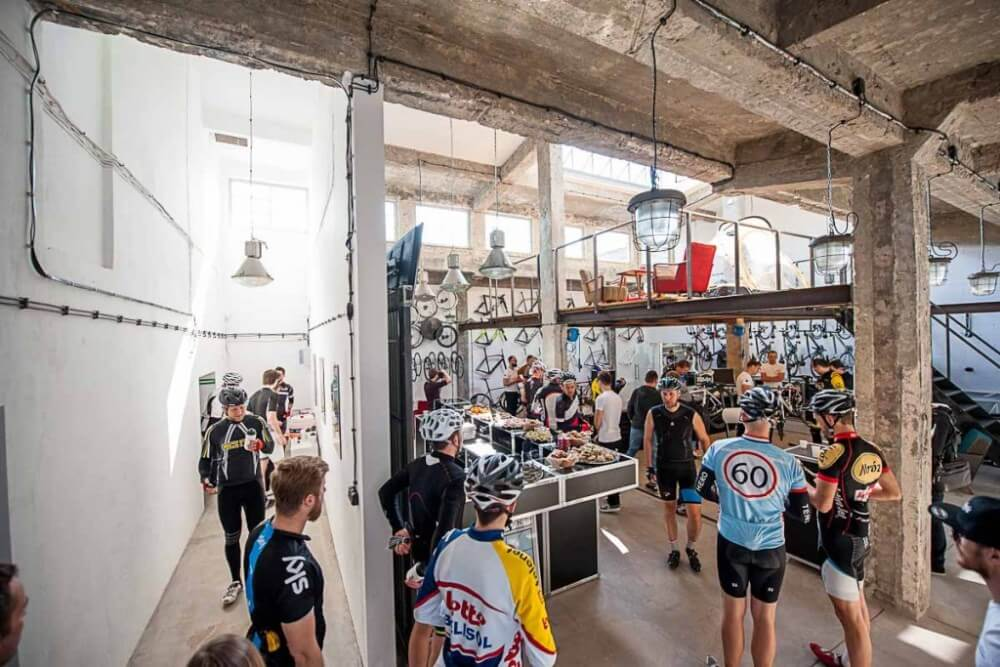 Projekt konstrukcyjny antresoli salonu rowerowego - fot. 02-03